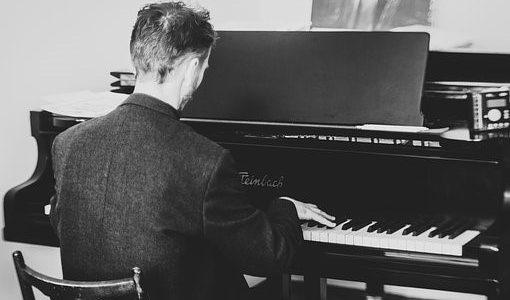 Qué piano elegir si se está aprendiendo a tocar