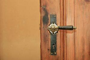 wooden-door-3293601_960_720